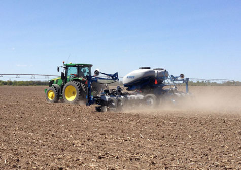 Planting a DuPont Pioneer multi-hybrid trial near Mexico, Mo. (April 22, 2015).